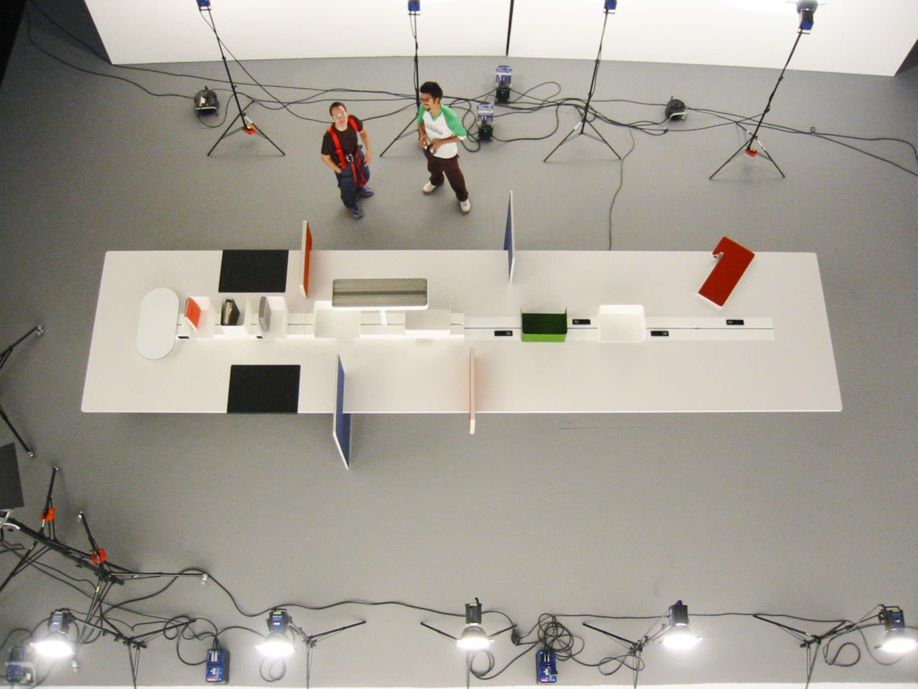 Shooting Vitra Table mit Fotograf Holger Albrich in den Eisbach Studios München.